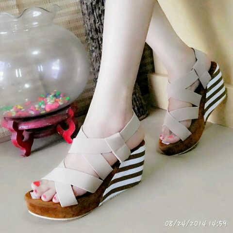 Sandal Wedges Coklat Muda