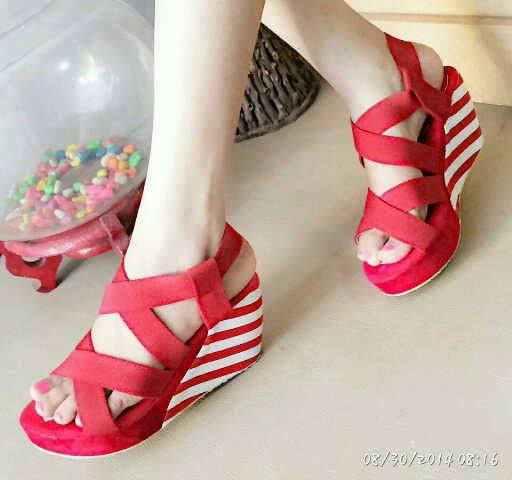 Sandal Wedges Merah