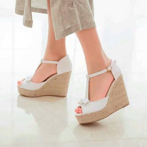 Sandal Wedges Putih Cantik Model Terbaru & Murah