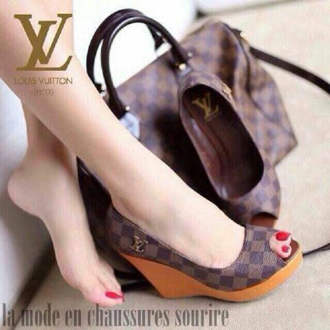 Sepatu Sandal Wedges Sintetis Model Terbaru & Murah