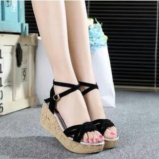 Sandal Wedges Tali Kepang Hitam Model Terbaru Cantik & Murah