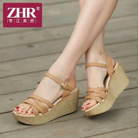 Sepatu Sandal Wedges Model Terbaru Desain Tali Silang Cantik Modern