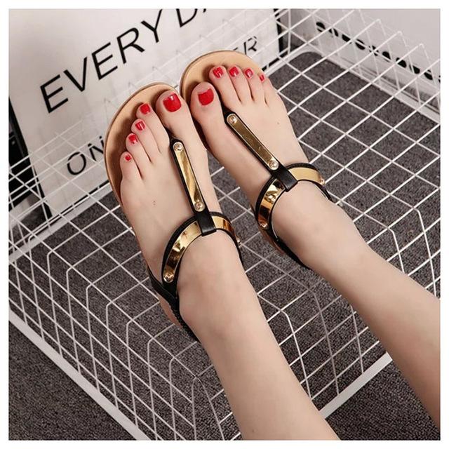 Model Sandal Teplek Wanita Terbaru Desain Cantik & Modern Terkini