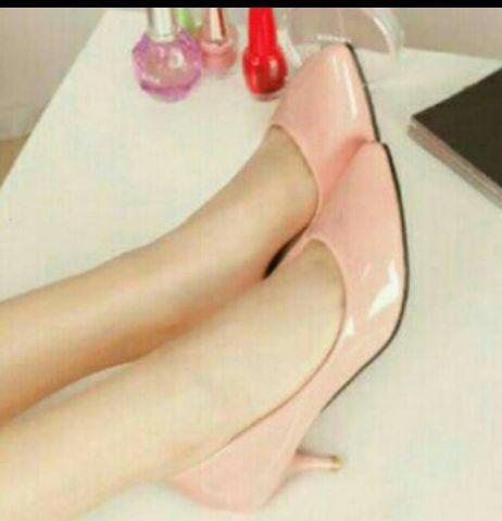Sepatu High Heels Cantik Desain Pantofel Polos Model Terbaru Modern