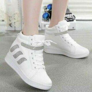 Sepatu Boots Wanita Bertali Warna Putih Model Terbaru