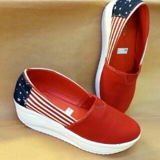 Sepatu Wanita Model Terbaru Warna Merah Desain Modern