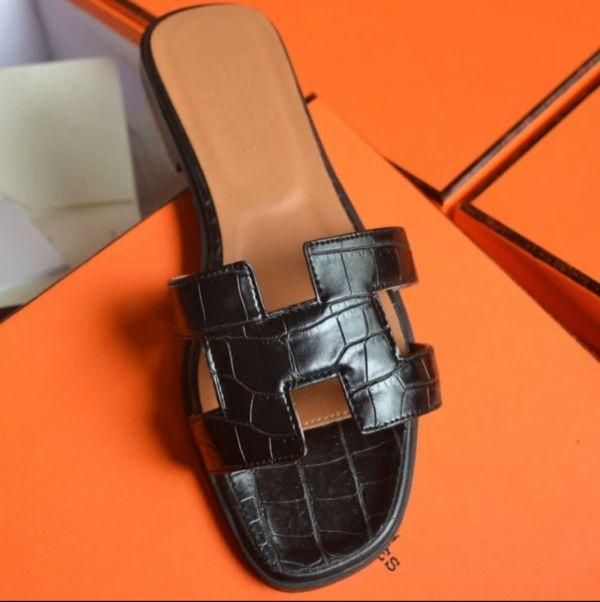Sandal Flat Teplek Hermes Wanita Warna Hitam Model Terbaru