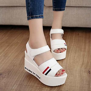 Sepatu Sandal Wedges Unik Modern Model Terbaru Masa Kini