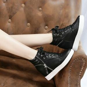 Sepatu Boots Wanita Bertali Warna Hitam Model Terbaru