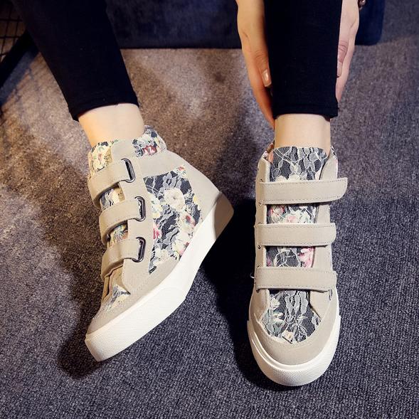 Sepatu Boots Wanita Desain Brukat Motif Bunga Modern