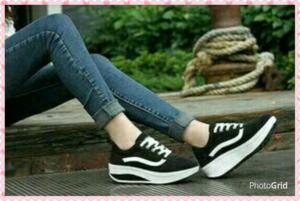 Sepatu Wedges Bertali Wanita Warna Hitam Model Terbaru