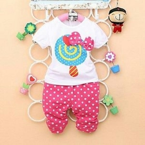 Setelan Baju Kaos dan Celana Motif Polkadot Anak Perempuan
