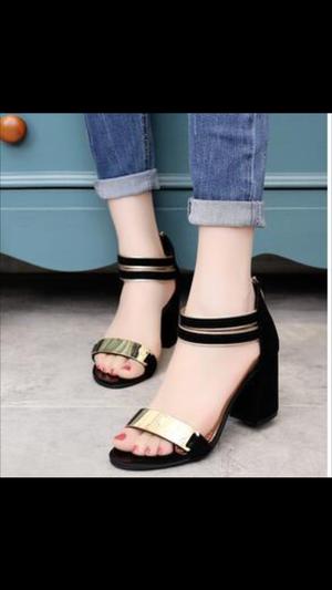 Model Sepatu Sandal High Heels Hak Tahu Warna Hitam Terbaru