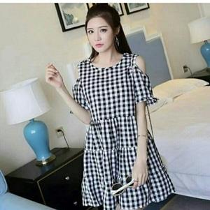 Baju Mini Dress Pendek Bahu Bolong Wanita Motif Kotak Modern Model Terbaru