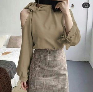 Baju Atasan Wanita Modern Blouse Lengan Panjang Bahu Bolong Modis Model Terbaru