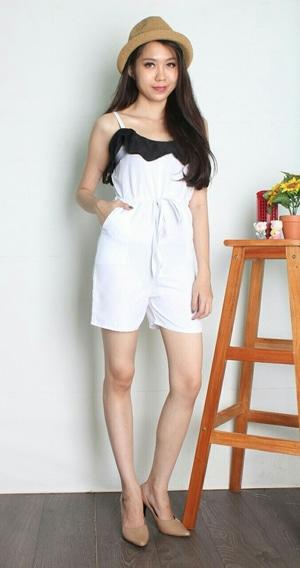 Baju Jumpsuit Pendek Wanita Warna Putih Desain Modern Cantik Modis Model Terbaru