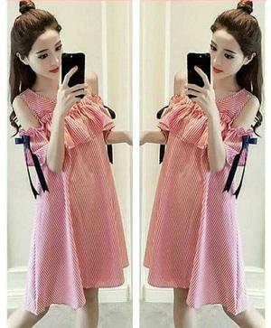 Baju Mini Dress Pendek Wanita Desain Bahu Bolong Motif Salur Belang Model Terbaru