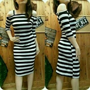 Baju Mini Dress Pendek Bahu Bolong Motif Belang Modern