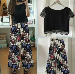Setelan Baju Brukat dan Celana Kulot Motif Batik Modern