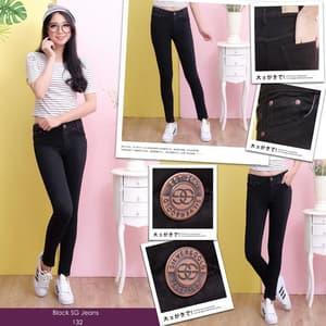 Celana Panjang Jeans Sobek Wanita Warna Hitam