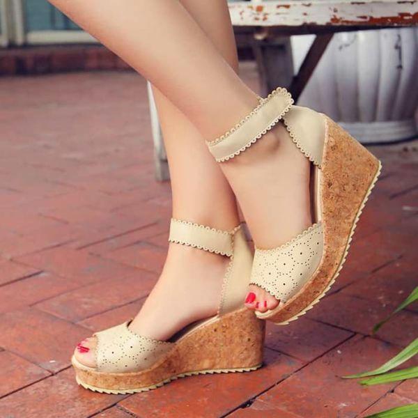 Sepatu Sandal Wedges Laser Wanita Model Terbaru