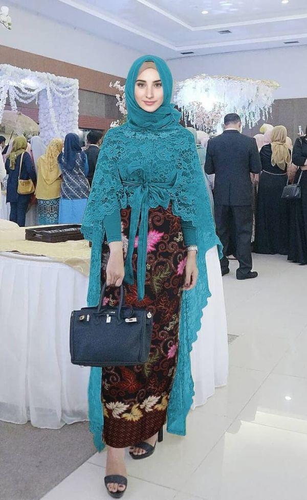 Setelan Baju Kebaya Long Cape Brukat Panjang Muslim