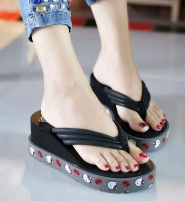 Sandal Jepit Wedges Gambar Hello Kitty Cantik Modern