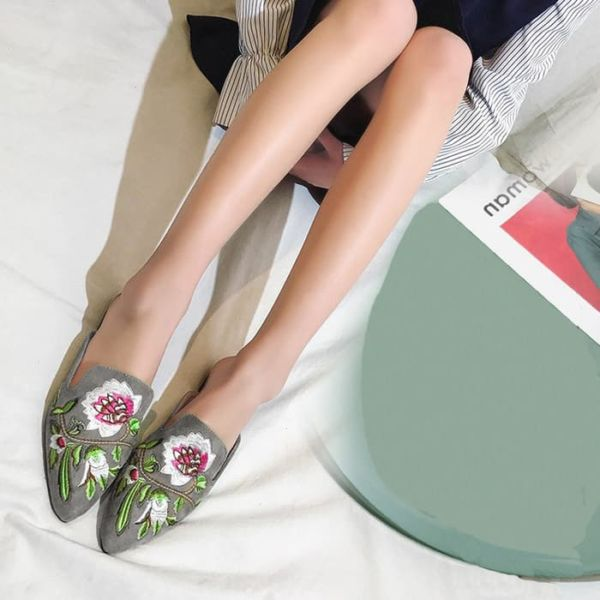 Sandal Mules Teplek Wanita Bordir Cantik Modern