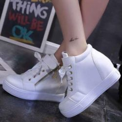 Sepatu Boots Wedges Tali Wanita Modern Warna Putih