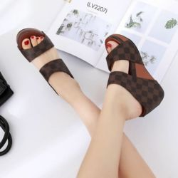 Sandal Wedges Tinggi Motif LV Cantik Model Terbaru