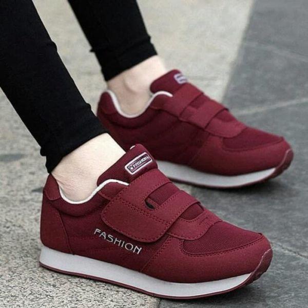 Model Sepatu Kets Kreket Wanita Modern Terbaru