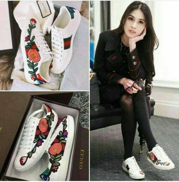 Sepatu Kets Tali Wanita Aplikasi Bordir Bunga Cantik