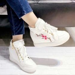 Sepatu Boots Bertali Wanita Motif Bunga Modern