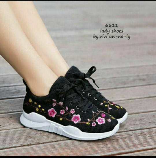 Sepatu Kets Tali Wanita Motif Bunga Model Terbaru