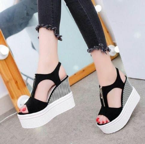 Sepatu Sandal Wedges Tinggi Motif Salur Modern