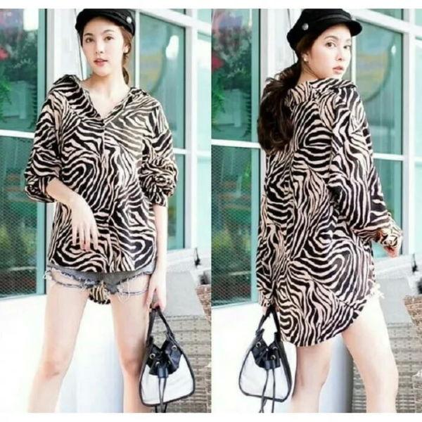 Model Baju Kemeja Wanita Motif Abstrak